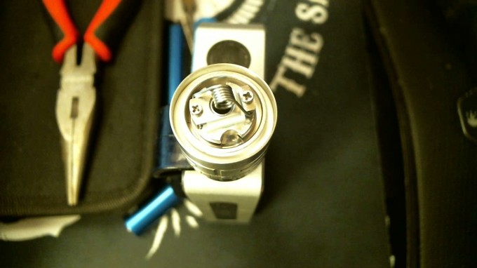 How To Rebuild The TFV4 Atomizer center, pinch and pulse